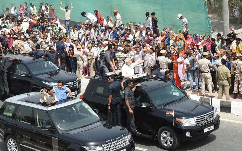UP CM Adityanath, Governor Ram Naik welcome PM Modi at Baghpat