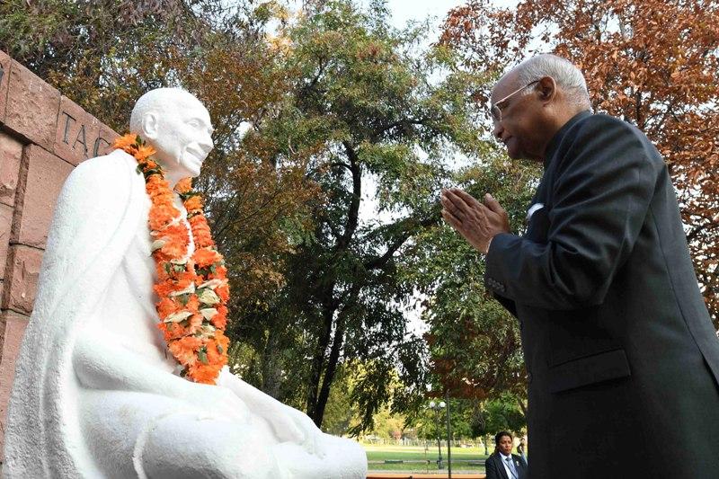 President Kovind offers tributes to Mahatma Gandhi