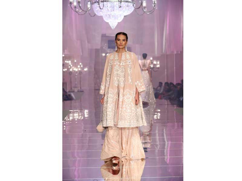 Katrina Kaif graces Lakme Fashion Week in Manish Malhotra's costume