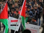Palestinian students protest against the US in Hebron