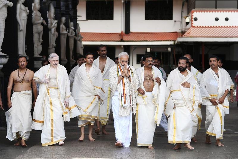 PM Modi visits Kerala, offers prayers at Guruvayur Temple