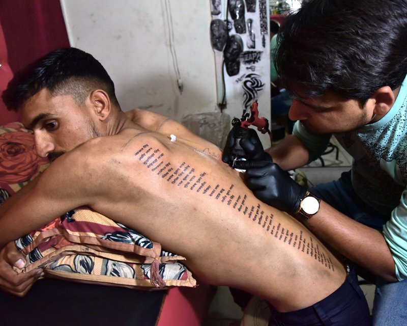 Rajasthan youth tattoos martyred soldiers' names in body