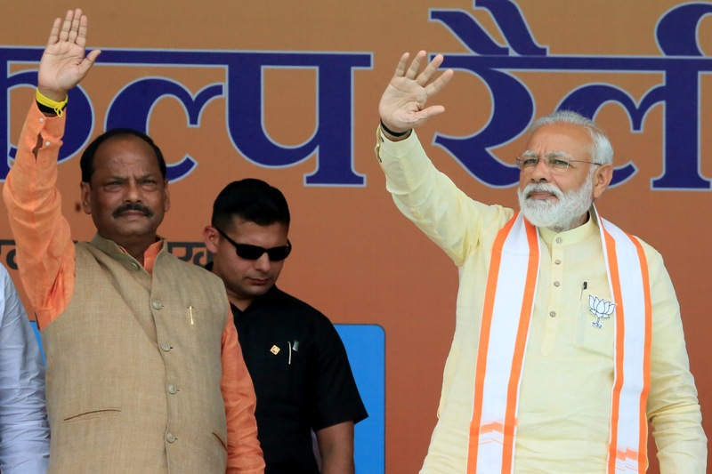 Narendra Modi in Jharkhand for poll campaign, CM Raghubar Das welcomes PM