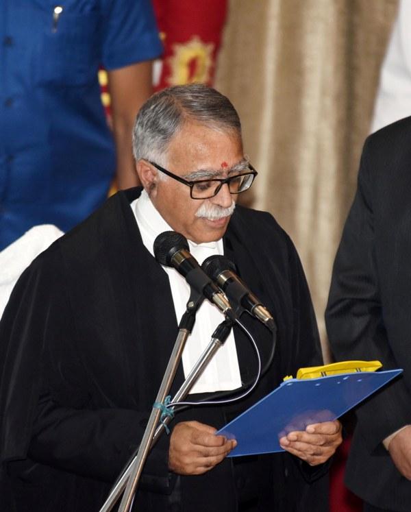 Nitish Kumar greets new Patna High Court Chief Justice Sanjay Karol