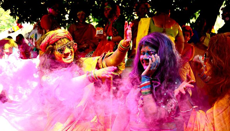 Kolkata gets colourful in festival Holi
