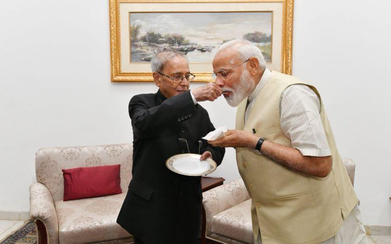 Narendra Modi meets Pranab Mukherjee to seek blessings