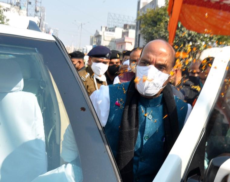 Devotees offer prayers on Guru Nanak's birthday at Naka Gurudwara in Lucknow