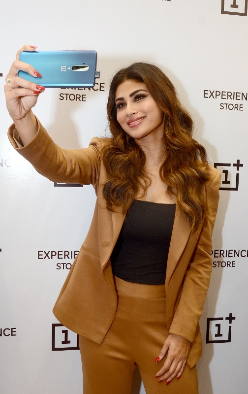Mouni Roy takes selfie as she promotes OnePlus brand in Kolkata