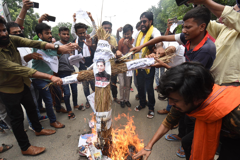 Sushant Singh Rajput's fans burn effigy of film industry in Patna