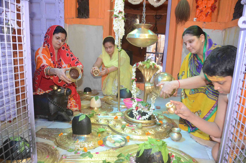 Special worship of Lord Shiva in Varanasi on the first Monday of Shravan