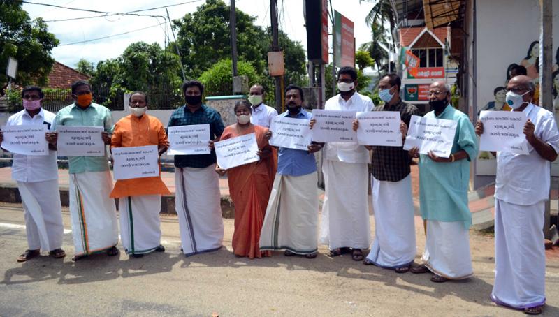 Kerala BJP leaders protest against CM Pinarayi Vijayan
