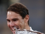 Rafale Nadal poses with trophy after winning French Open 2020