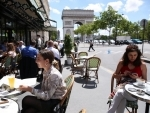 People having lunch at a Paris restaurant
