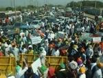 Sikh community block traffic at Vashi Toll Naka in Mumbai protesting farm laws