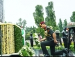 Director General of Ordnance Services, Lt Gen Dalip Singh laying wreath at the War Memorial in Secunderabad