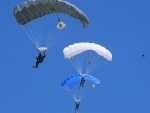 Belarusian paratroopers perform on Paratroopers' Day