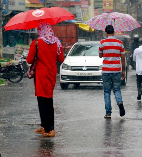 Heavy rain due to cyclone Nisarga in Balagavi