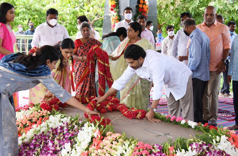 Andhra Pradesh CM Jagan Mohan Reddy pays tribute to YS Rajasekhar Reddy