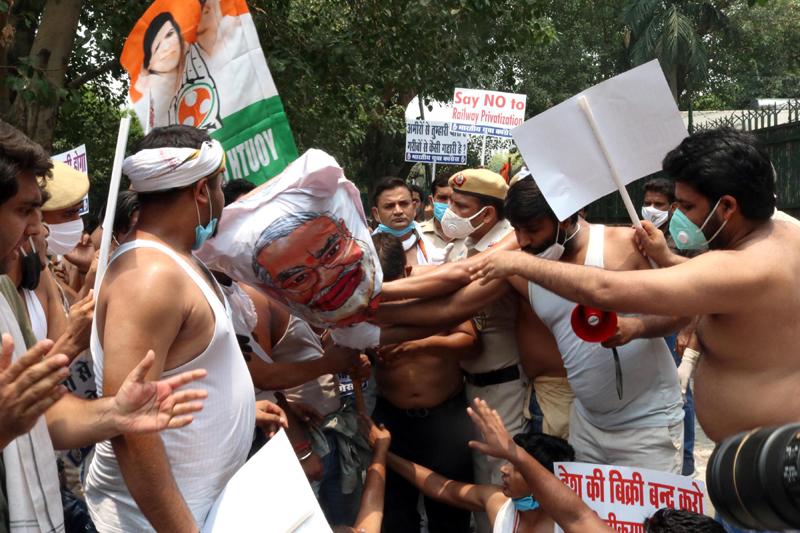 Congress protests Indian Railway privatisation in Delhi
