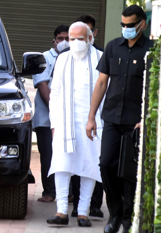 PM Modi pays condolence to late Keshubhai Patel's family
