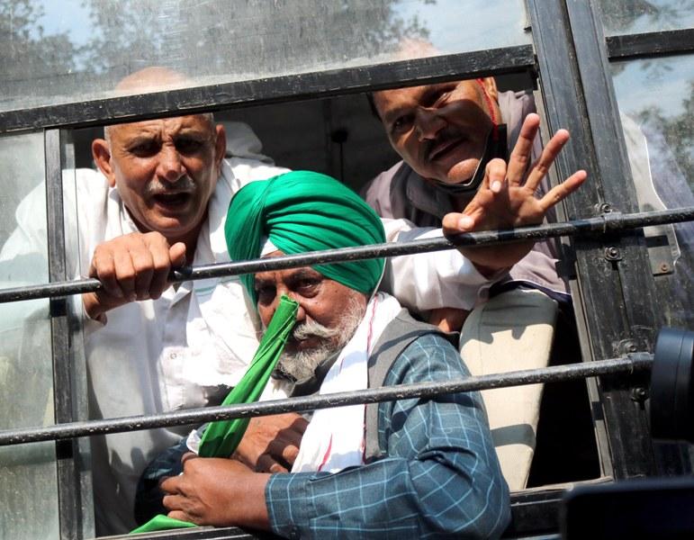 Farmers under the banner of Sanyukt Kisan Manch assemble at Jantar Mantar