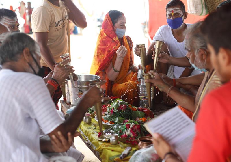 Shravan: Pilgrims performing Hawan after rudrabhishek to Lord Shiva
