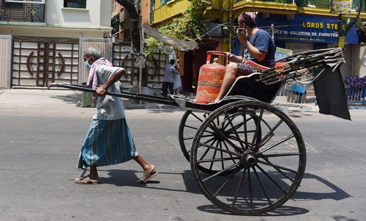 Kolkata Police urge people to stay indoors through street painting