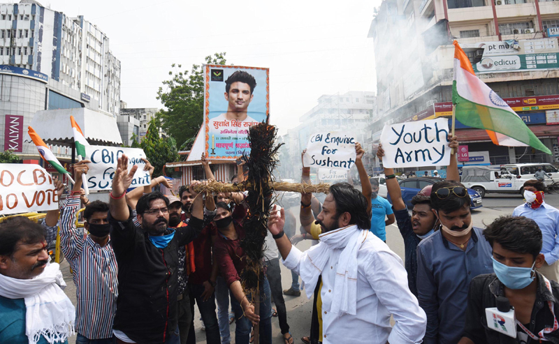 Sushant Singh Rajput Death: Fans burn Uddhav Thackeray's effigy, demand CBI inquiry