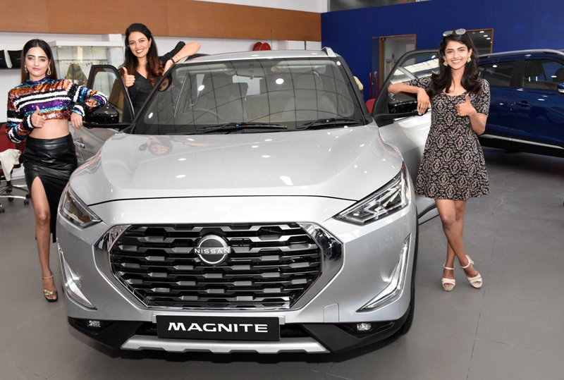 Shreya Rao Miss India-2018 2nd Runner Up with models and Sirajuddin Babukhan, Managing Director- Vibrant Nissan at the unveiling of Nissan Magnate