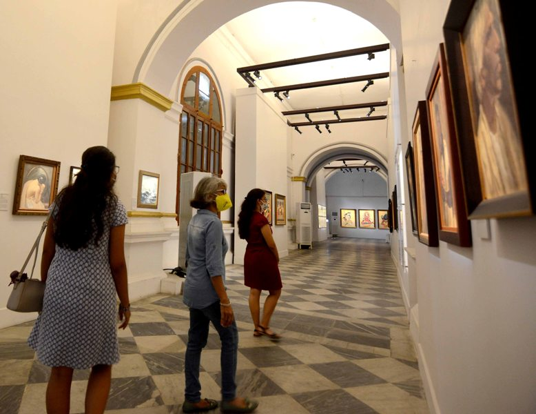 Visitor at old currency building in Kolkata