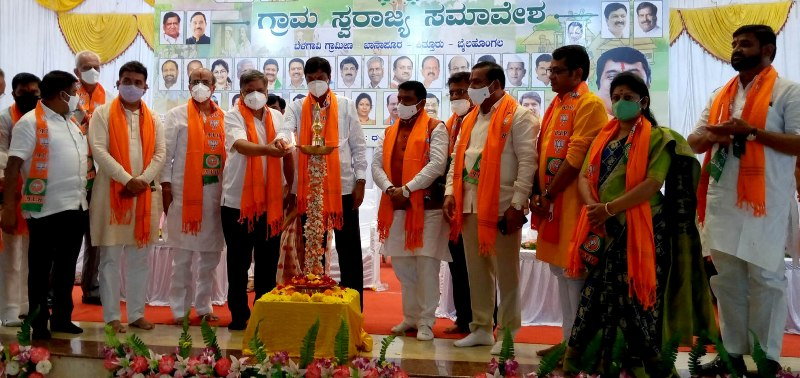 Karnataka Industrial Minister Jagadish Shettar addresses BJP Grama Swarajya Samavesh in Belagavi