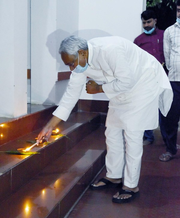 Nitish Kumar lights candle in Patna on Diwali