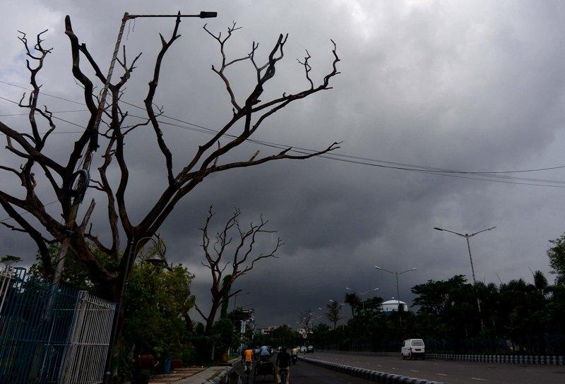 Dark cloud covers Kolkata