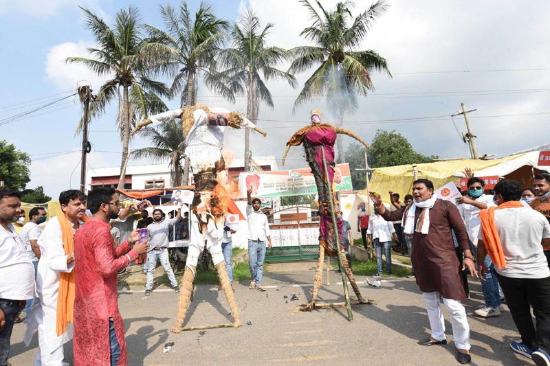 Rajput Karni Sena activists agitate outside NCP office in Patna for CBI probe in Sushant Singh Rajput's death