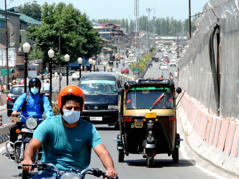 Moderate traffic in Srinagar two days after anti-COVID lockdown