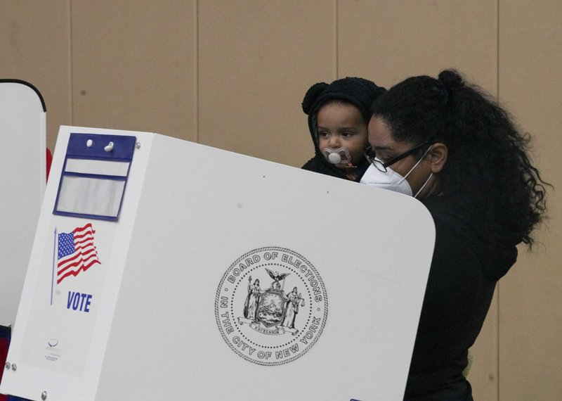 Americans queue up to vote in New York