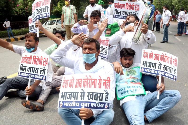 Congress' protest near Prakash Javadekar's residence