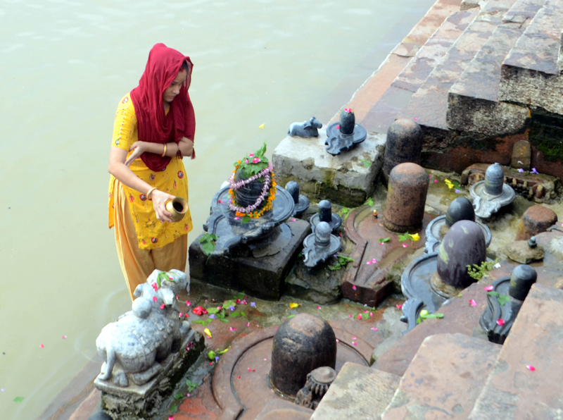 Devotees offering prayers to Lord Shiva in different cities across India