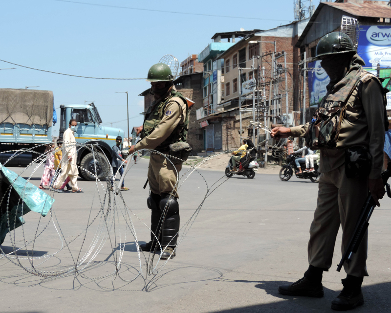 COVID-19: Certain roads closed in Srinagar to restrict spike in cases