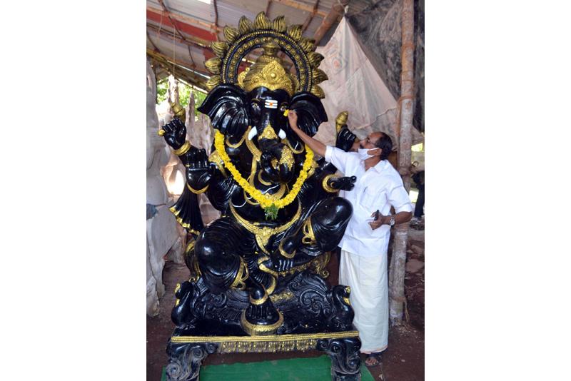 Kerala Shiv Sena leader Bhuvanachandran inaugurates the Mizhithurakkal ceremony