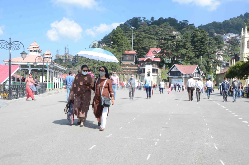 People enjoy weather in Shimla