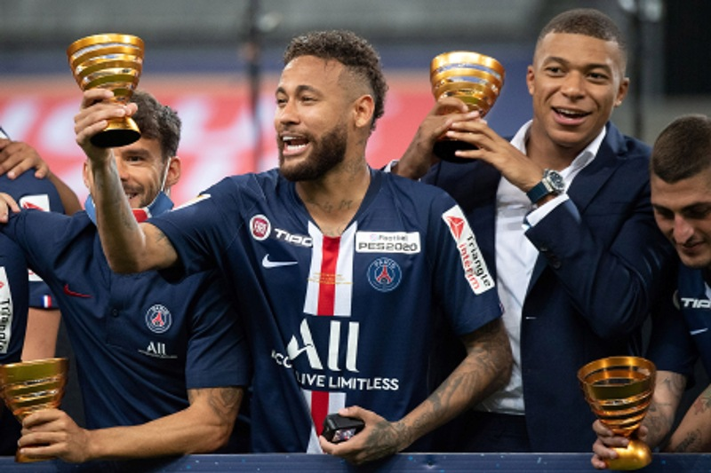Neymar, Mbappe celebrate during French League Cup football match