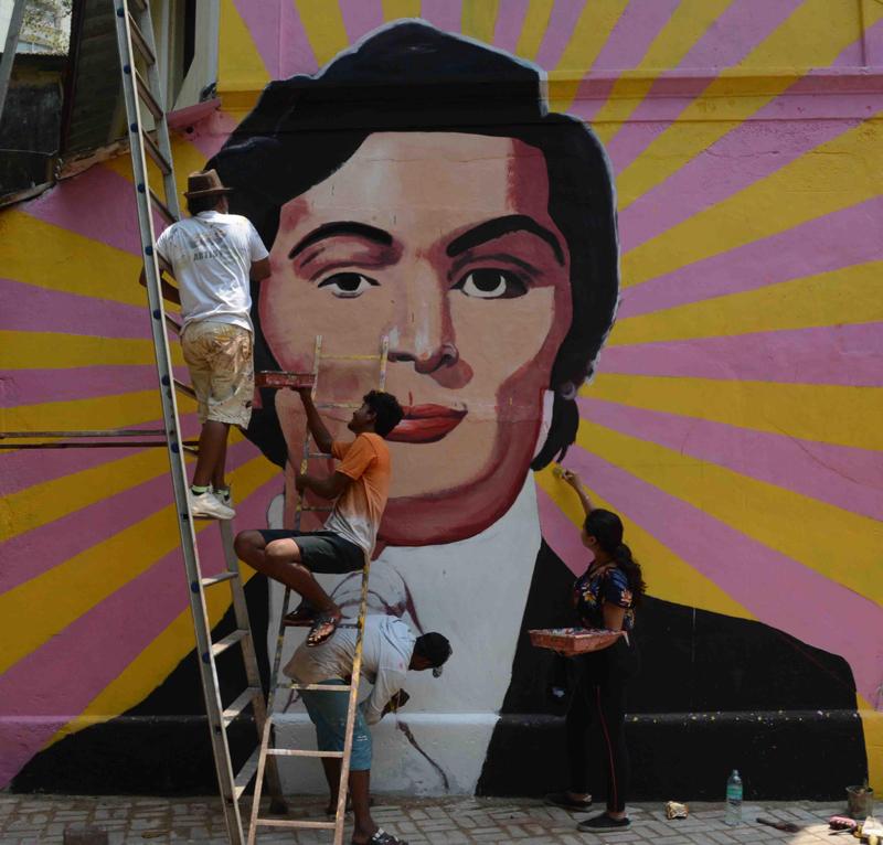 Artist Ranjit Dahiya and team paint mural of late Bollywood actor Rishi Kapoor ahead of his birthday at Mumbai's Bandra