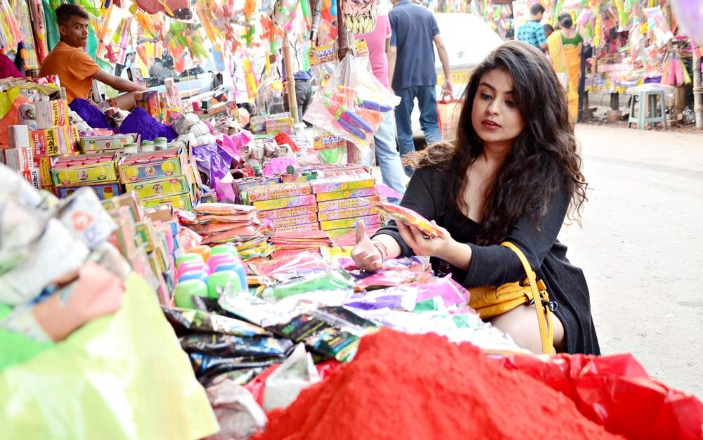 Kolkata gets ready to celebrate Holi