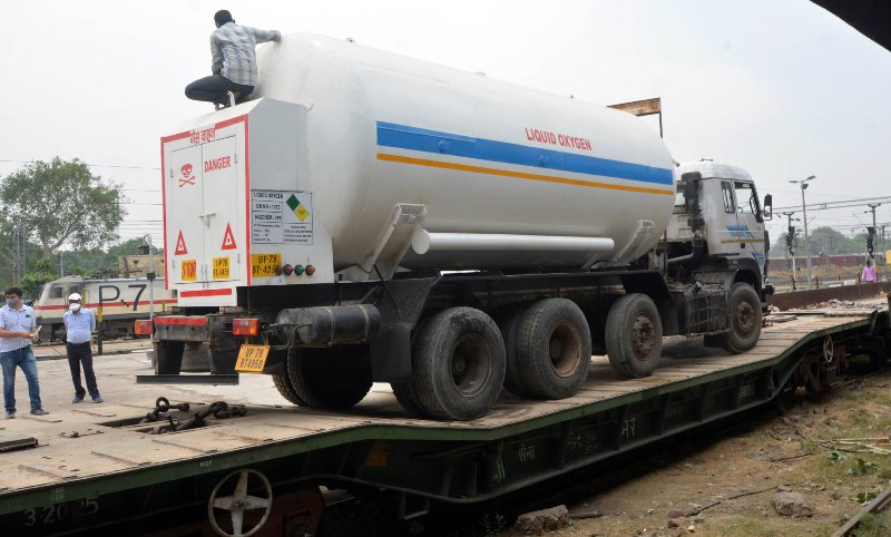 Amid oxygen crisis, UP govt sending empty tankers to Bokaro for refill