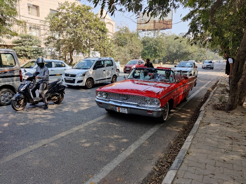 Gurugram keeps Valentines date with vintage cars while spreading vaccination awareness