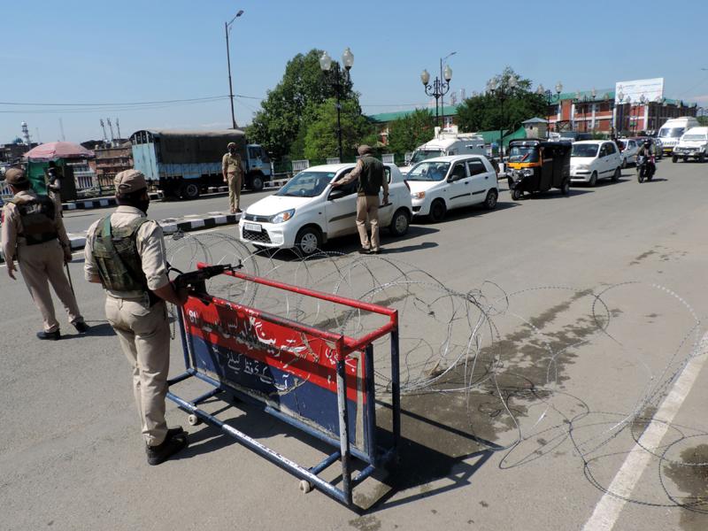 Kashmir lockdown: Roads wore deserted look