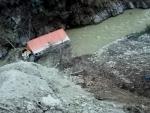 Truck accident on way to Jammu from Srinagar