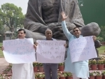 AAP MPs protest in New Delhi
