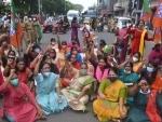 BJP Mahila Morcha workers demanding CBI inquiry in ST girls marriage fund scam in Kerala
